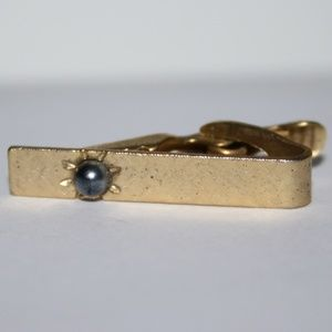 Beautiful gold tie clip with black pearl